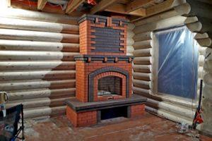 Большой камин в деревянном доме