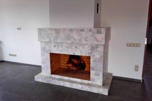 Комнатный камин облицованный мелкой гранитной плиткой